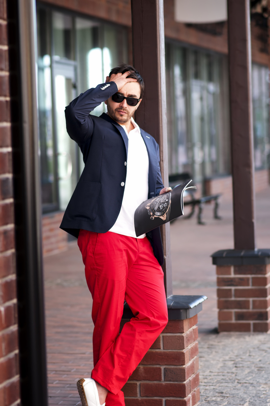 punaiset housut + sininen puvuntakki